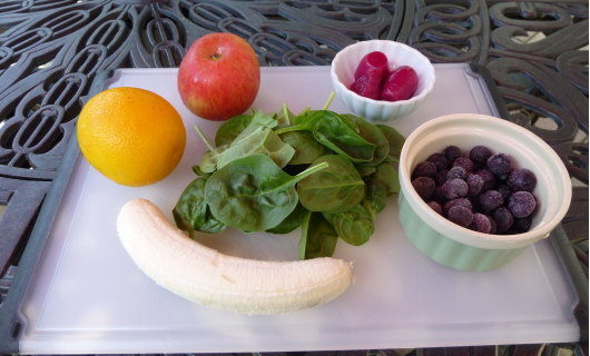 beet and blueberry green smoothie